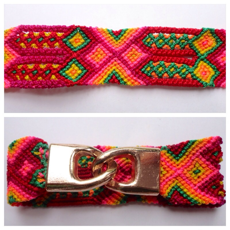 JEWELRY AND ACCESORIES / Small Mexican friendship bracelet with golden hooks clasp - Style SH0007